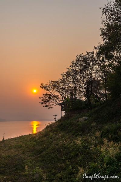 พระอาทิตย์ขึ้นที่รายาบุรี รีสอร์ท