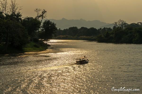 วิวโค้งแม่น้ำแคว